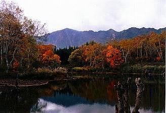 天池と鳥甲山1025.jpg